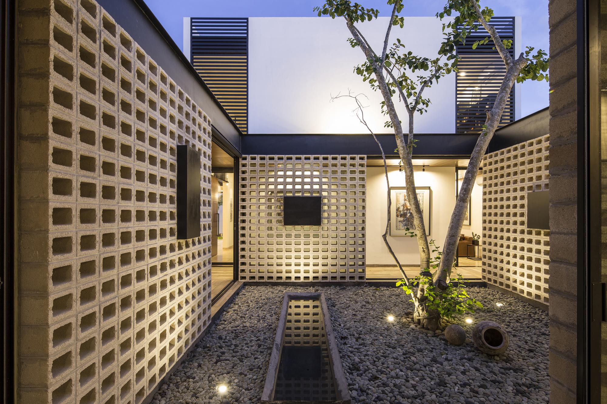 Un Patio / P11 Arquitectos - Fotografia: EDUARDO CALVO SANTISBON