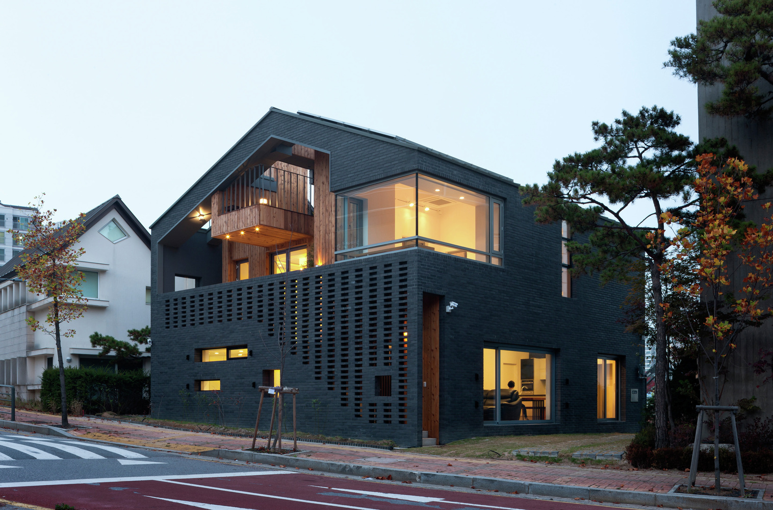 Kangaroo House / Hyunjoon Yoo Architects