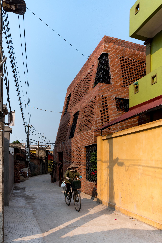 Brick Cave (Vietnã)/ H&P Architects